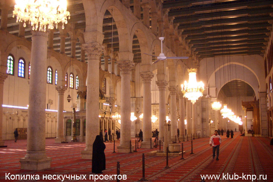 Молитвенный зал в мечете