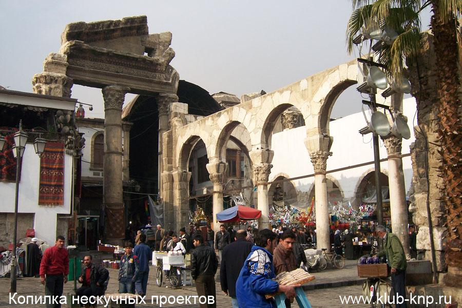 Римские стены перед мечетью Омейядов в Дамаске