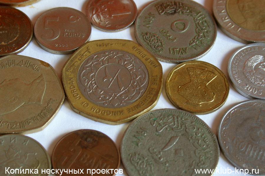 картины из монет