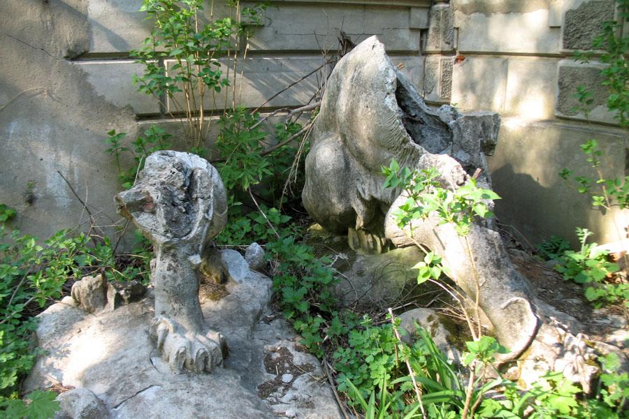 Остатки скульптур