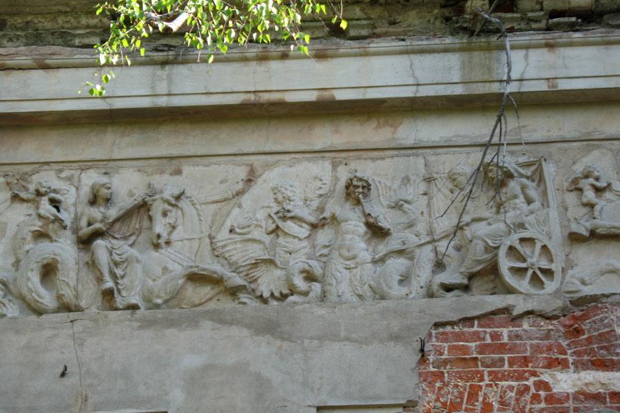 Лепнина на стенах дома