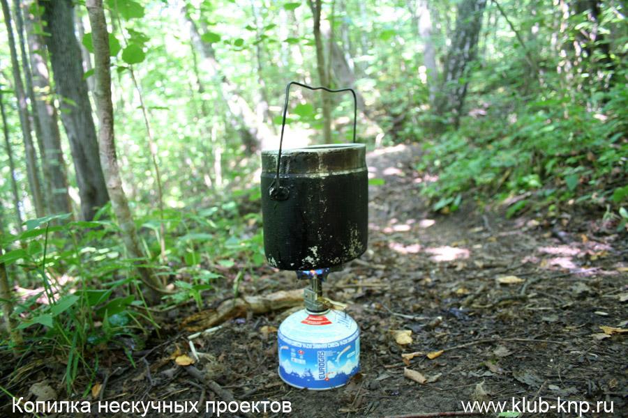 Приготовление чая около источника
